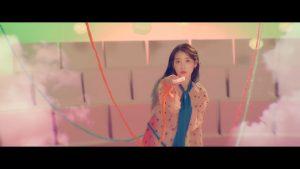 (Ảnh cắt từ MV Ending Scene)