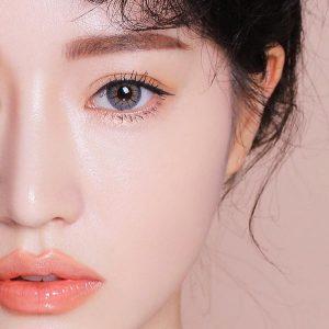 trang điểm mắt trong suốt là xu hướng makeup thời thượng nhất hiện nay