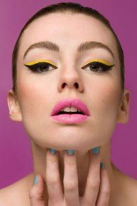 Xu hướng trang điểm - eyeliner gam màu nổi bật., sắc sảo hơn