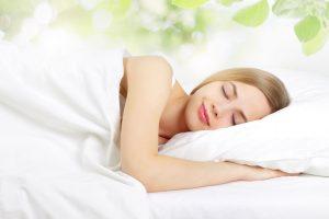Khi chúng ta ngủ, các cơ quan được nghỉ ngơi; phục hồi và làn da sẽ hấp thụ các dưỡng chất.