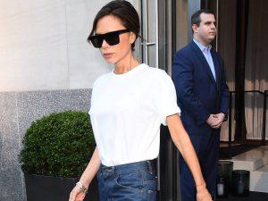 Hãy lắng nghe lời khuyên của nhà thiết kế Victoria Beckham về tiêu chí cho áo phông trắng phù hợp. (Ảnh: WhoWhatWhere)